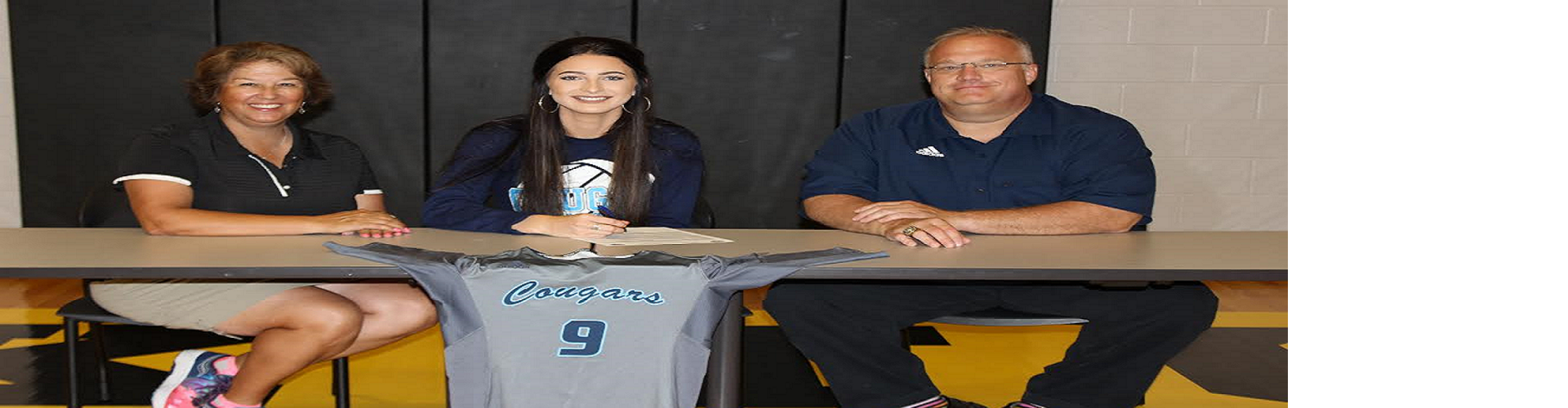 Halle Martin signs with CBC Cougars Volleyball team!
